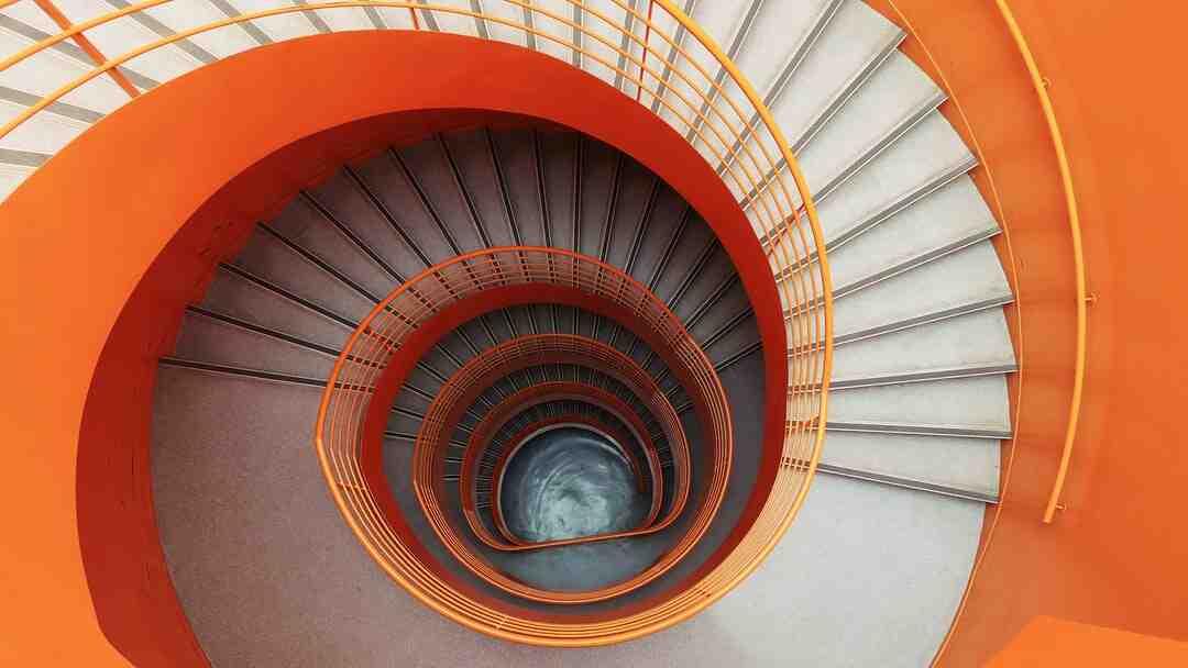 Comment carreler un escalier tournant